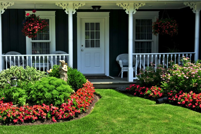 CRAFTSMAN HOUSE WITH FLOWERS FOR SPRING 2017