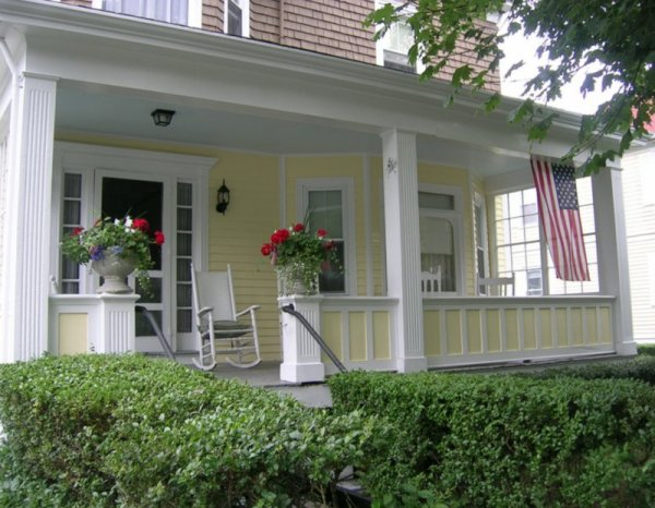 front_porch2 YELLOW HOUSE 2107
